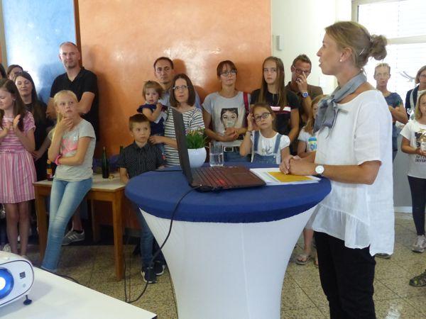 Präsentation und Vorstellung der Sieger durch Claudia Pfirrmann